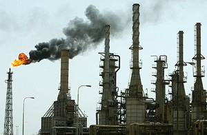 FILE PHOTOGRAPH OF OIL REFINERY IN SOUTHERN IRAQ CITY OF BASRA